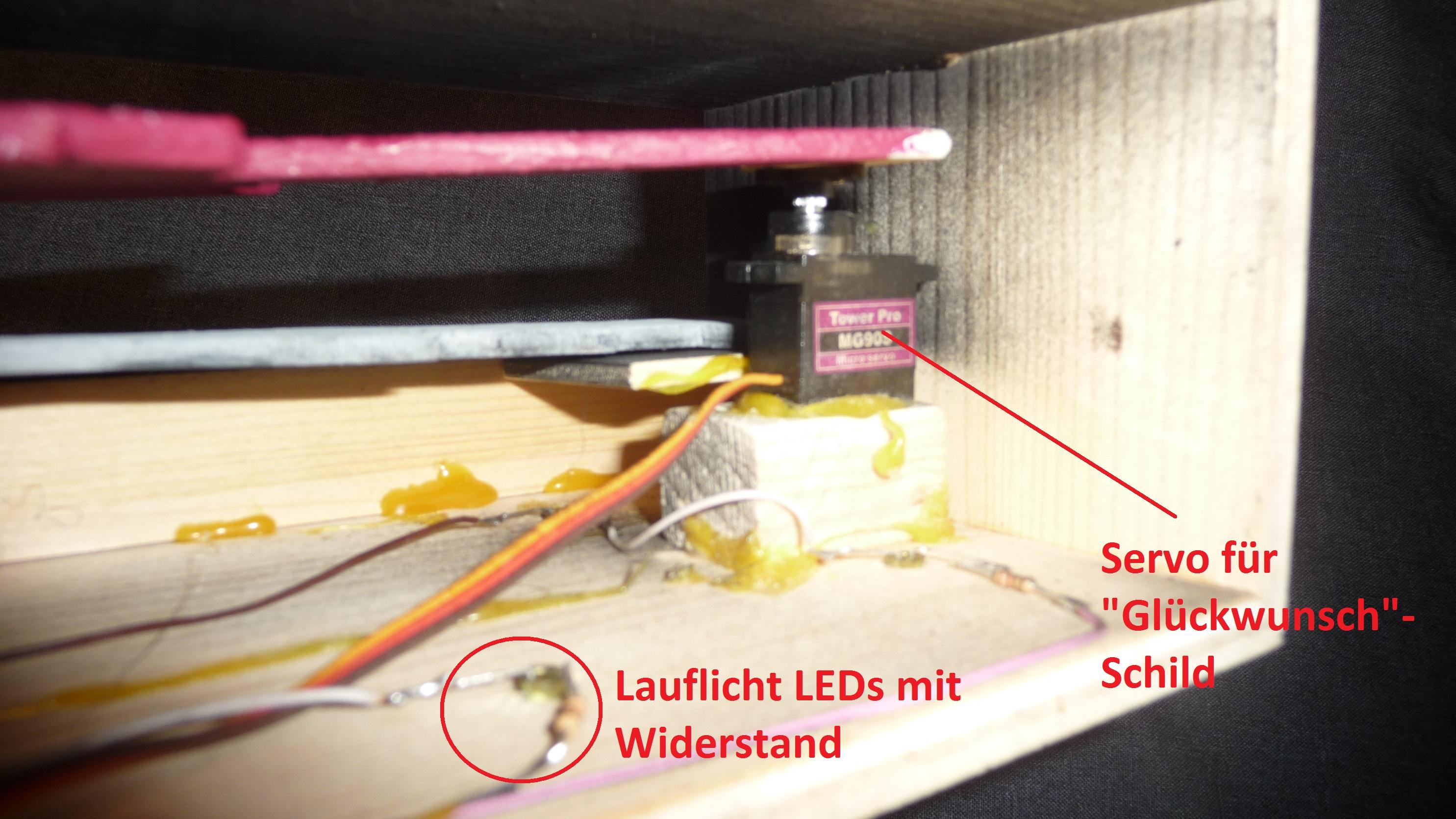 Projekt 12 - Ansicht von unten mit Servo 3 und LEDs