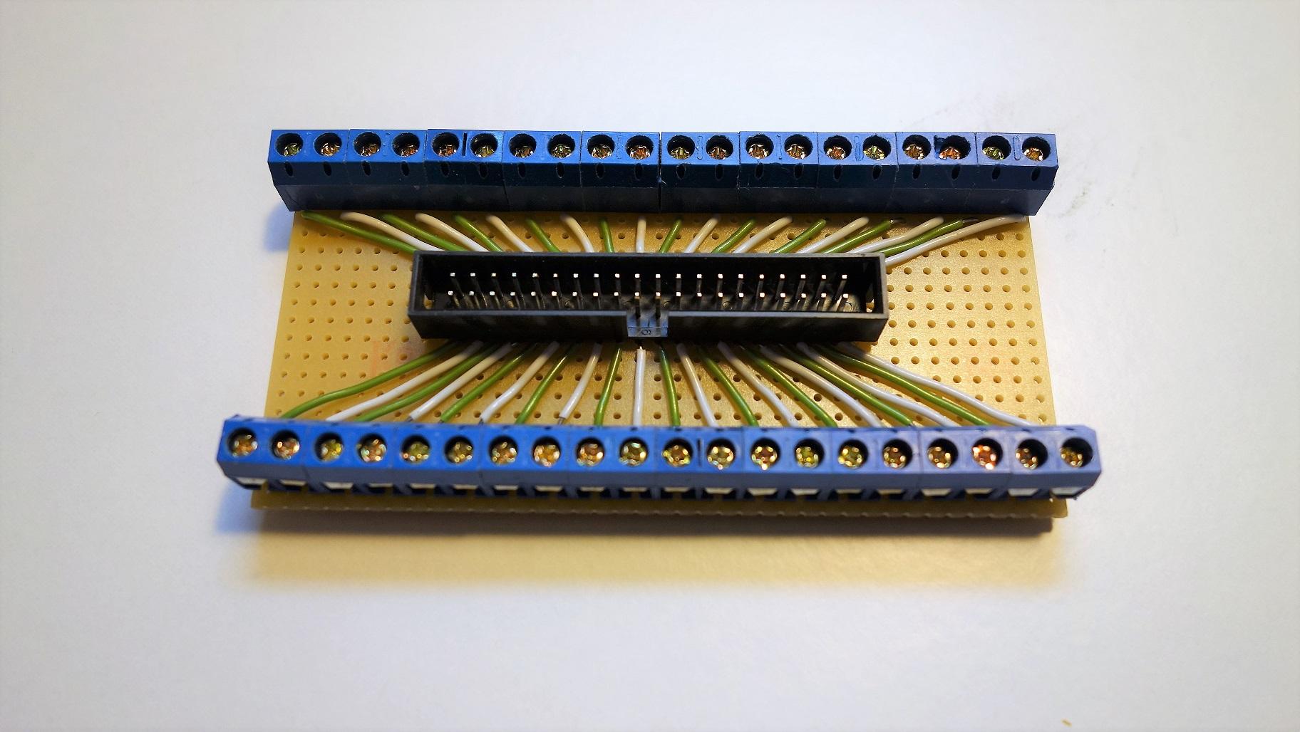 Fertige Basisplatine mit allen 40 Verbindungen